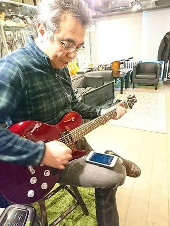 フリーダム・カスタム・ギター・リサーチ 深野社長にボトムズアップギターズのハイドラやブレーバリーをチェック頂きました。
