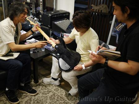 今夏、福岡・東京で開催される『Freedom Night Party Presented by Bottom's Up Guitars』のミーティングが行われている店内。