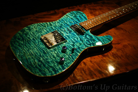 Suhr_ClassicT_Quilt_BahamaBlue_Top1.jpg