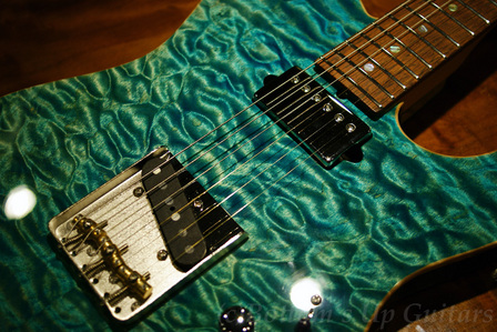 Suhr_ClassicT_Quilt_BahamaBlue_TopUp.jpg